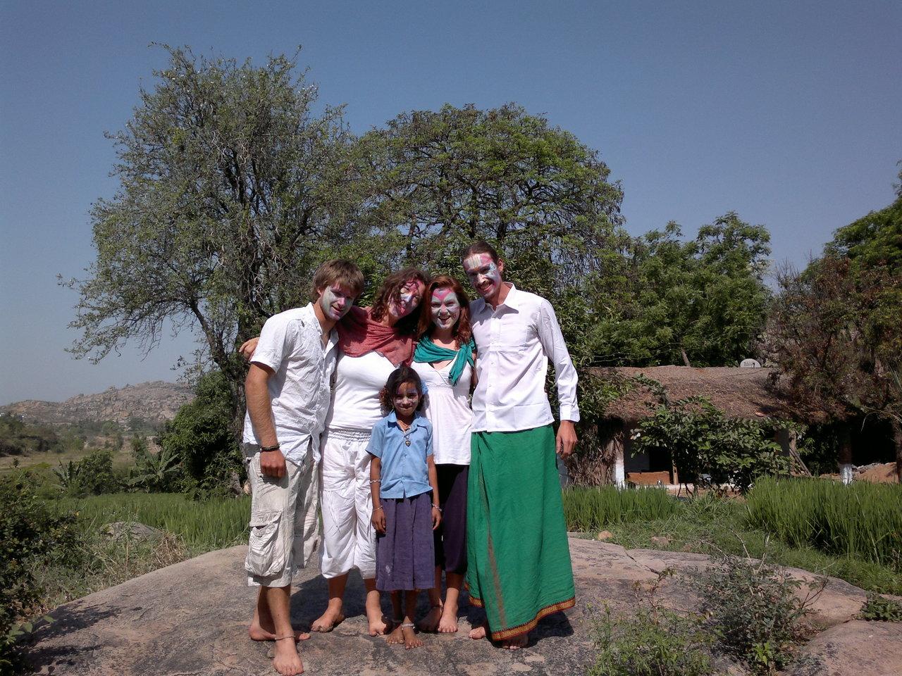 Joe, Lora, Karishma, Lisa, Ulf Nach den Vorbereitungen für das Holi-Festival