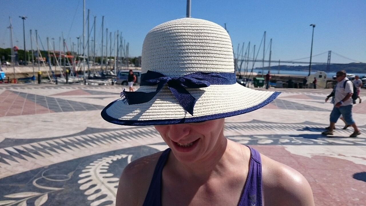 Mademoiselle mit Hut